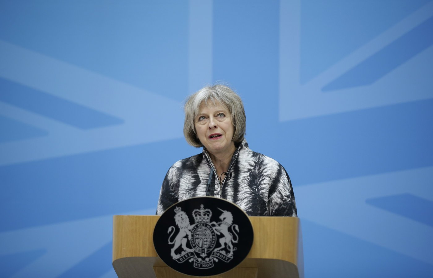 Theresa May combatte il cyberbullismo
