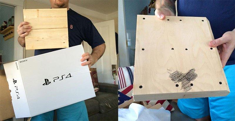 PlayStation 4 in legno