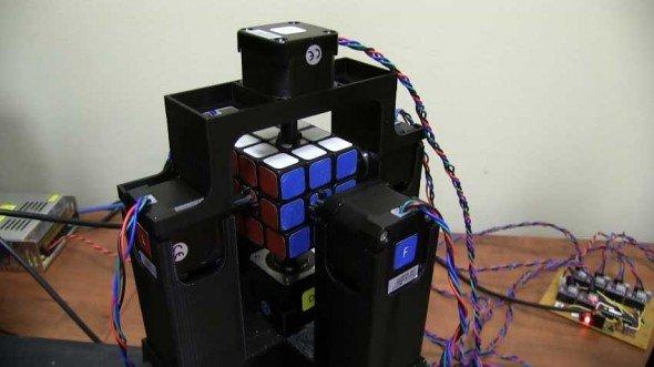 Cubo de Rubik resuelto por un robot