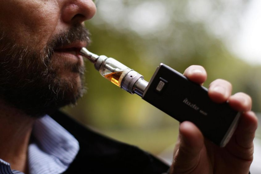 English doctors recommend using electronic cigarettes for smokers