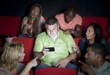 Alcuni cinema negli Stati Uniti permetteranno l'uso del cellulare?