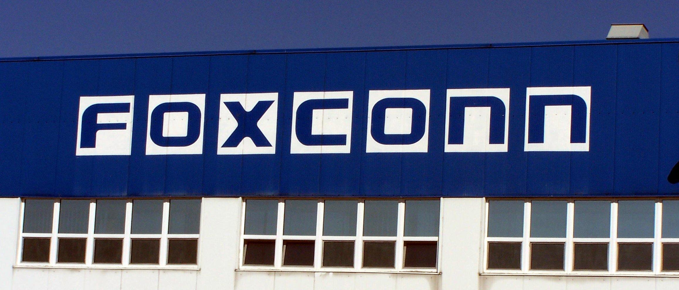 Foxconn-robot-2