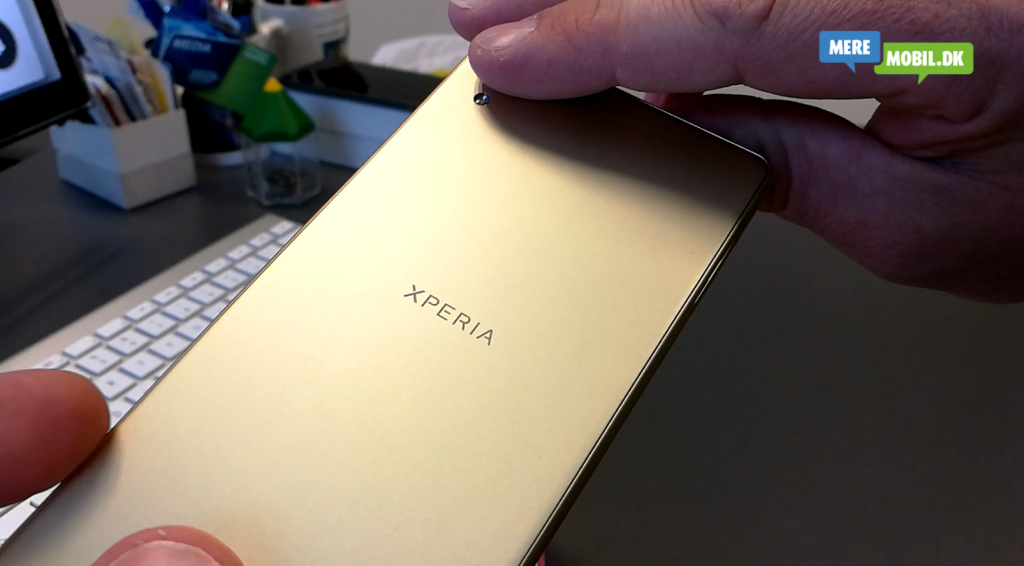 Sony Xperia X unboxing 2