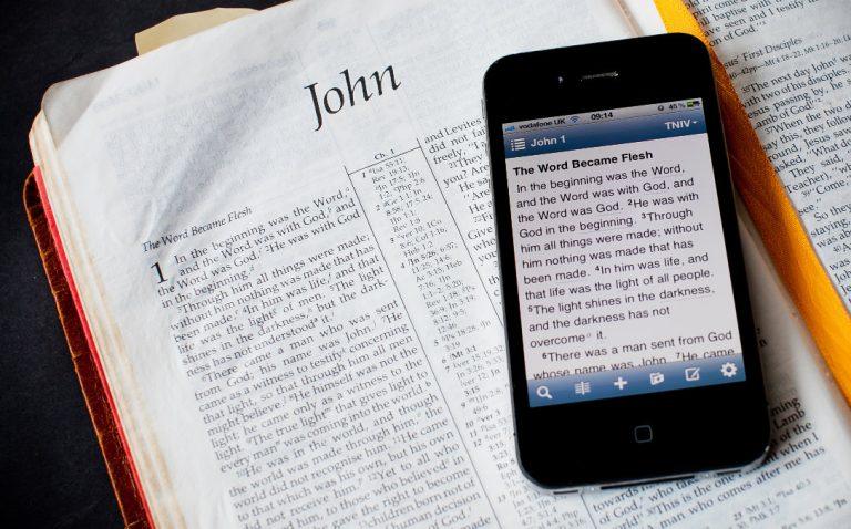 Bible sur téléphone portable