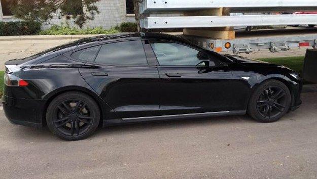 Tesla Model S schiantata