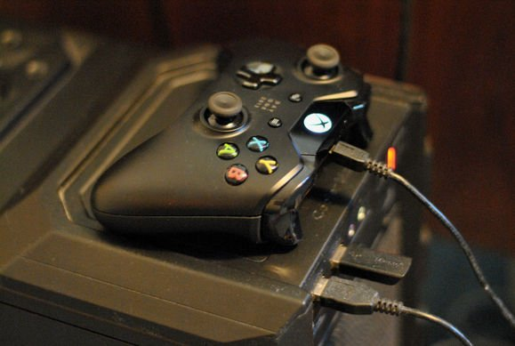 Controller Xbox One connesso ad un PC