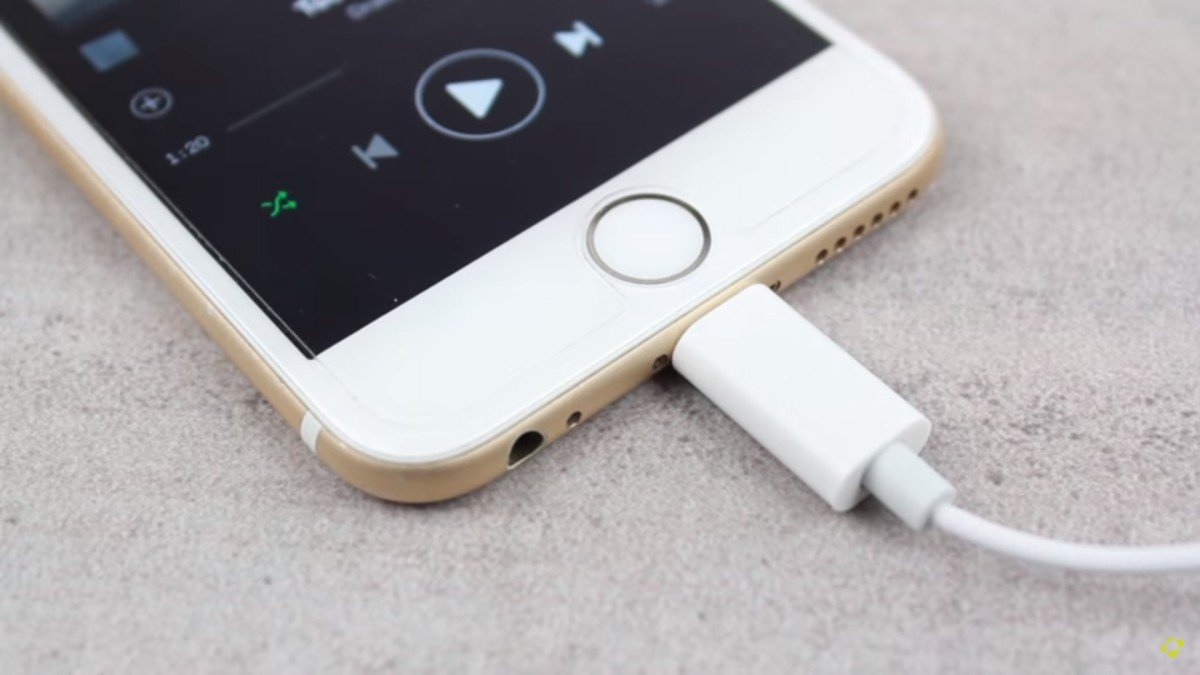 Apple EarPods Lightning Mobile Fun