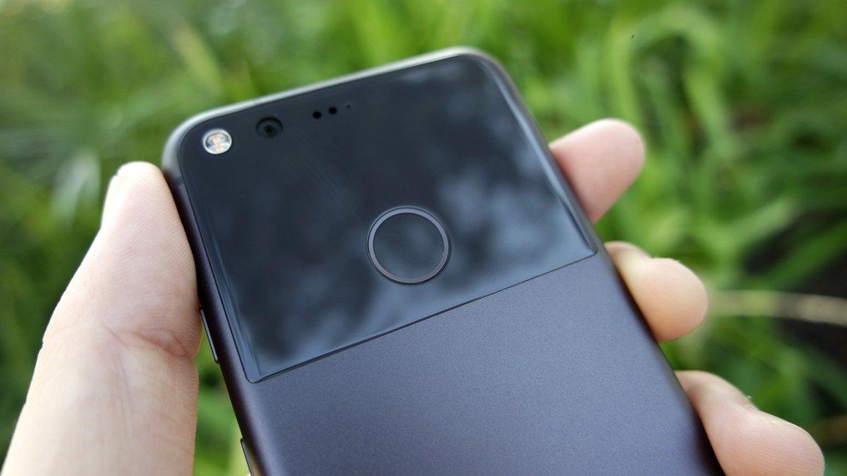 Google Pixel, problemi al lettore d'impronte con Android 7.1.2
