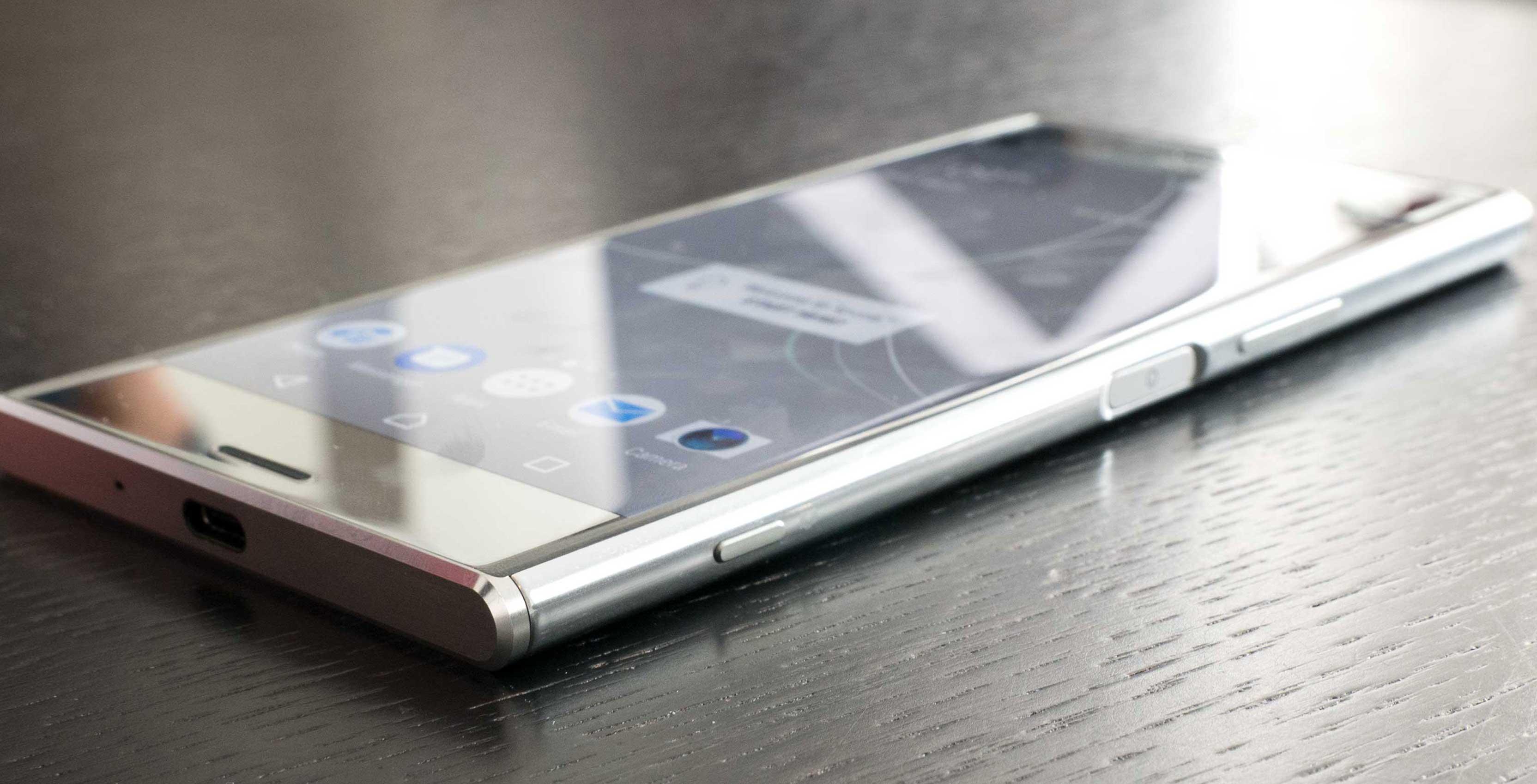 Sony Xperia XZ Premium, in regalo cuffie Sony h.ear MDR-100 ABN