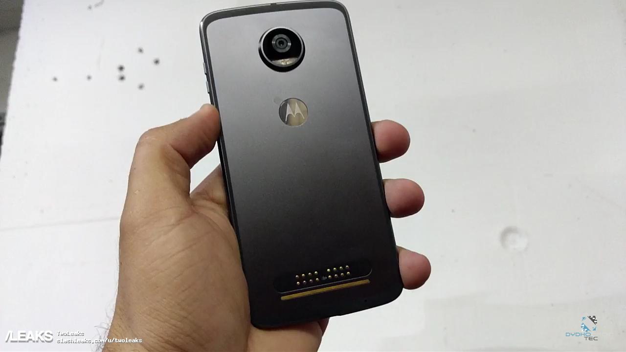 Moto Z2 Play: nuove foto reali con ingresso mini-jack