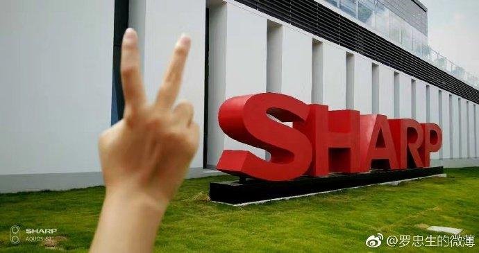 Sharp Aquos S2: uno smartphone quasi senza bordi