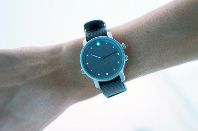 Lunar-Smartwatch-energia-solare-01