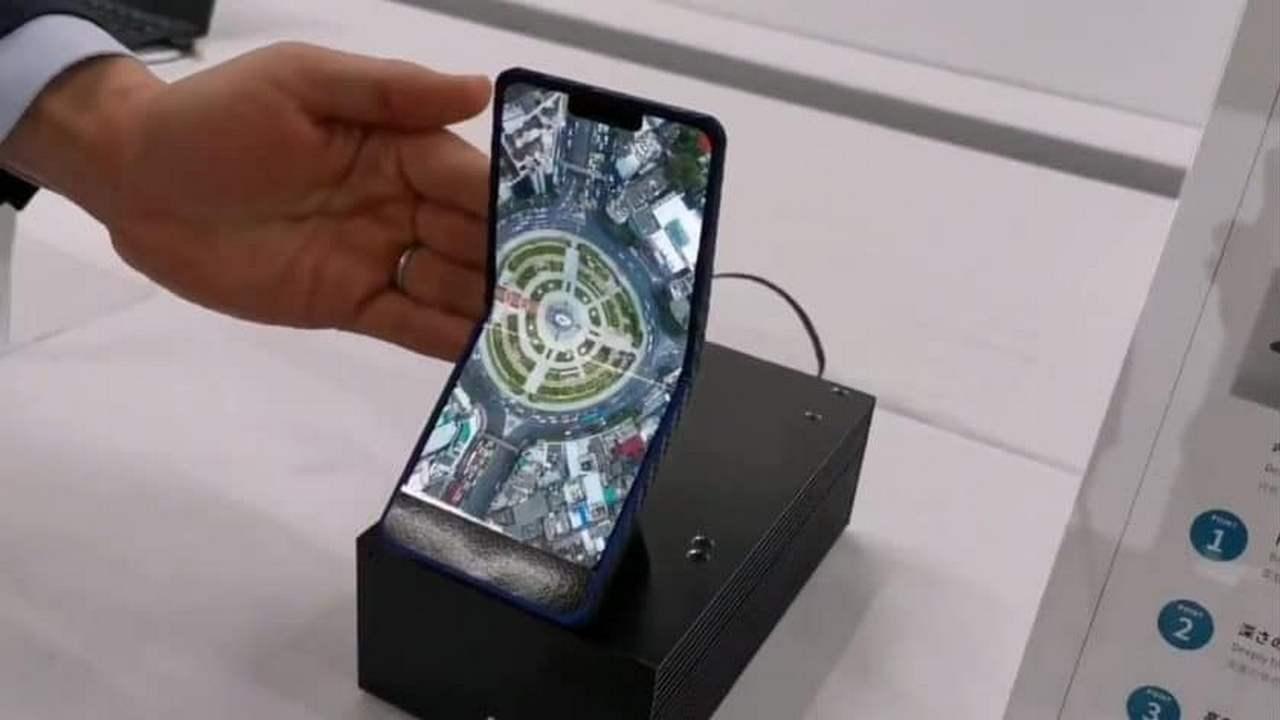 sharp smartphone pieghevole