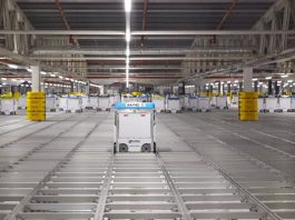 magazzino automatizzato robot